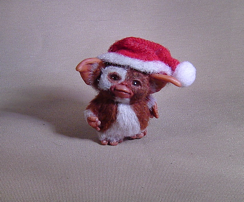 1:12 Miniature Gizmo Mogwai with box Santa Hat agzr studios