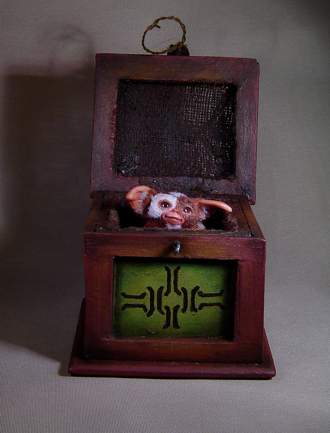1:12 Miniature Gizmo Mogwai with box dollhouse doll agzr studios