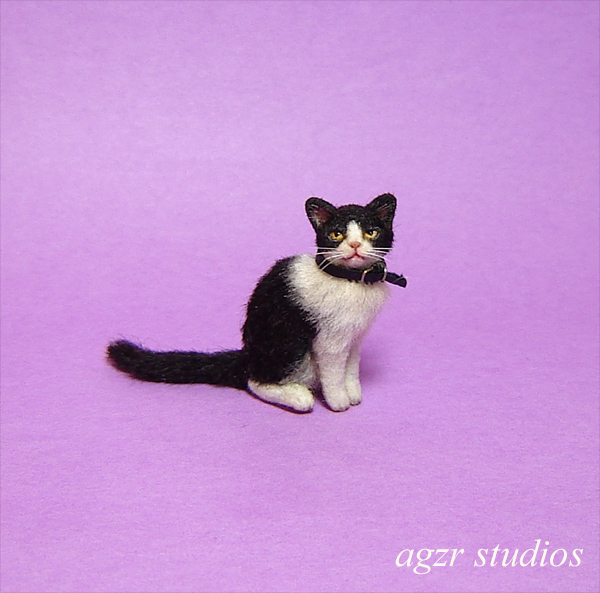 1:12 miniature sitting tuxedo cat handmade realistic for dollhouse roombox handcrafted