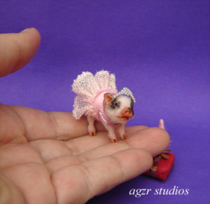 1:12 dollhouse miniature furred piglet with dress dressed pet animal dollhouse
