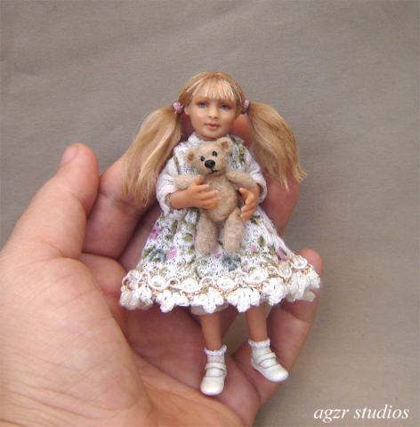 Miniature 1:12 little girl doll art dollhouse diorama roombox ooak in polymer clay realistic