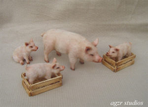 Handsculpted 1:12 scale pig & piglets for dollhouse diorama roomboxes ooak
