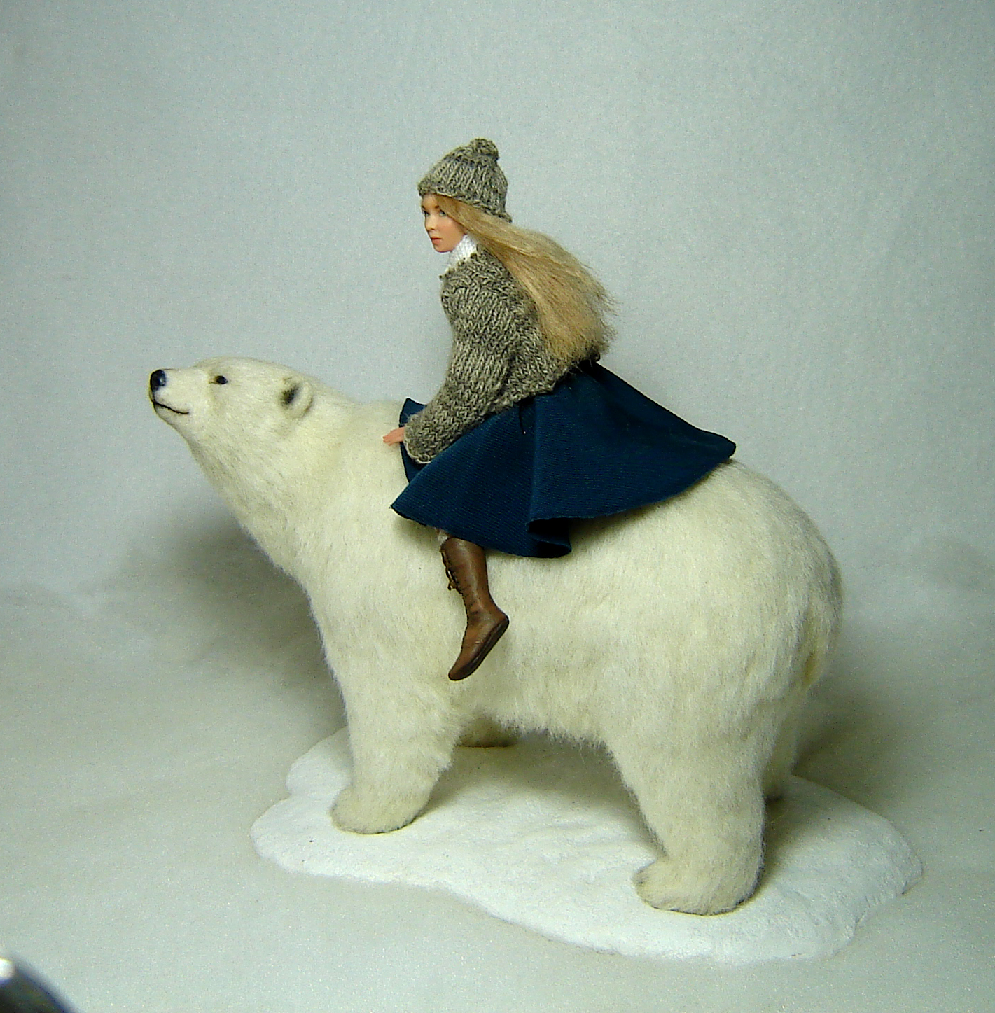 girl bear 1:12 scale sculpture dolls