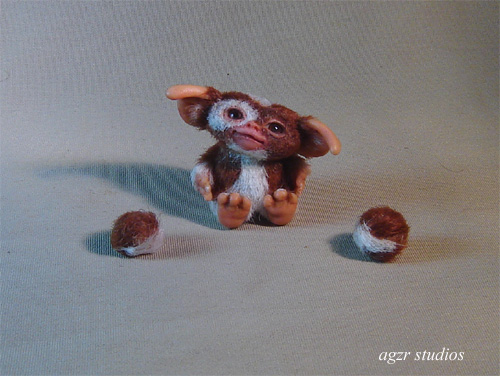 1:12 Miniature sitting Gizmo Mogwai with box a gabriela z rodriguez