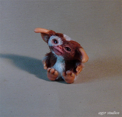Gizmo Mogwai furred doll miniature dolllhouse diorama roombox collector item