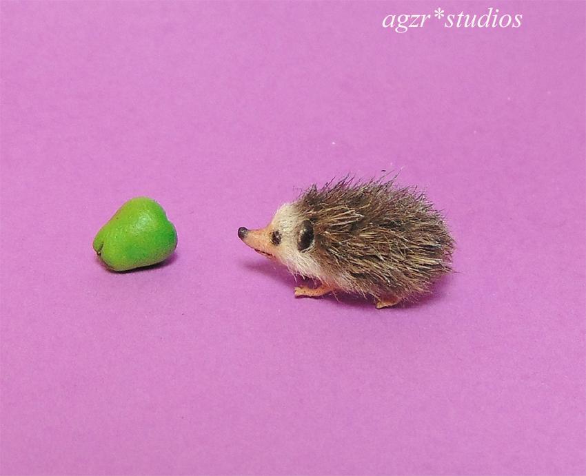 1:12 miniature hedgehog mini furred pet realistic lifelike dollhouse diorama