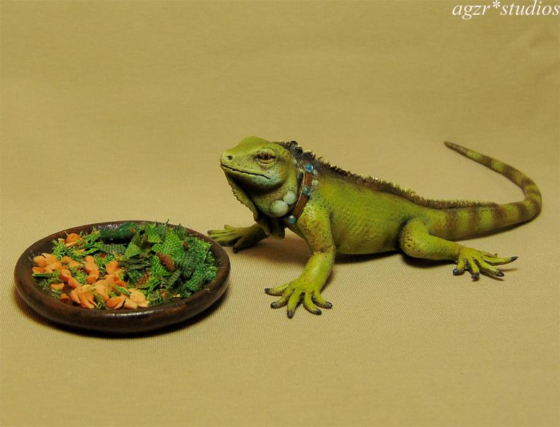 Ooak 1:12 miniature green iguana dollhouse scale diorama roombox