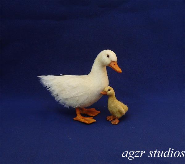1:12 miniature momma pekin duck & duckling