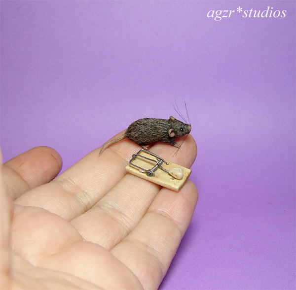 1:12 furred miniature grey rat mouse with trap