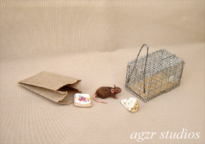 1:12 furred miniature brown rat mouse with realistic cage trap