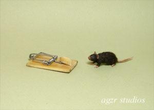 1:12 dark brown miniature rat & trap dollhouse realistic