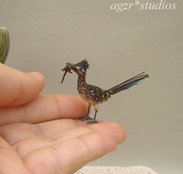 1:12 dollhouse miniature road runner bird & lizard in mouth realistic feathered diorama roombox ooak