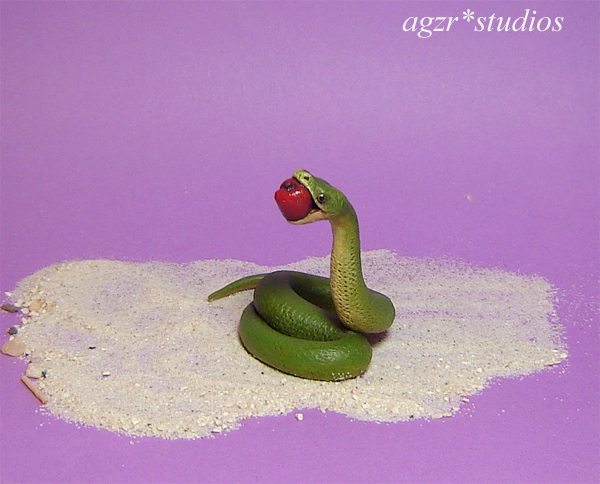 1:12 dollhouse miniature green snake with red apple