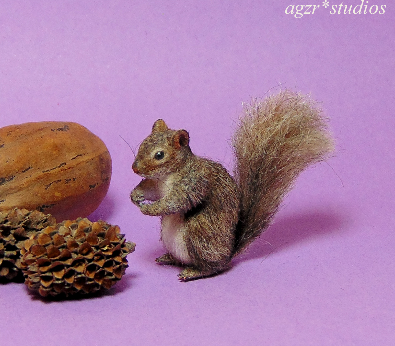 Handmade 1:12 miniature gray squirrel lifelike realistic animal pet diorama roombox dollhouse size